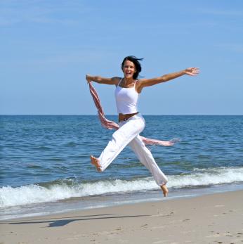 woman-skipping-beach